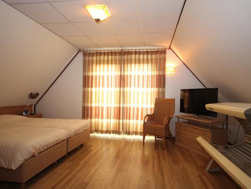 villa bleekerscoogh texel slaapkamer boven zonnebank.JPG